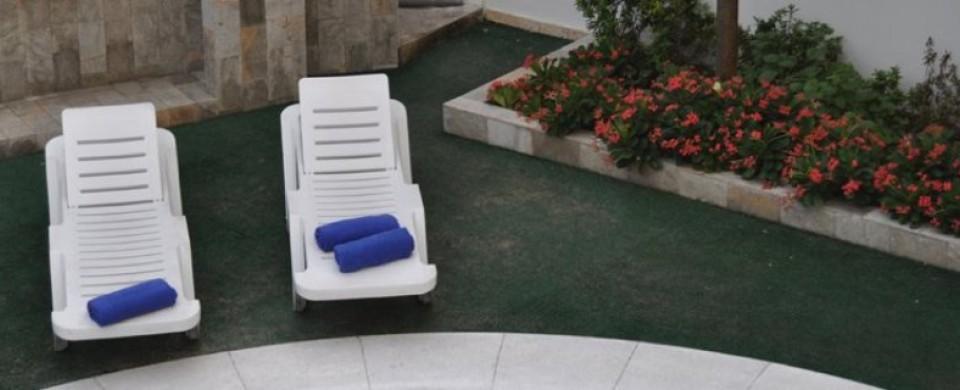 Silla en la zona de piscina Fuente hotelastra427 com